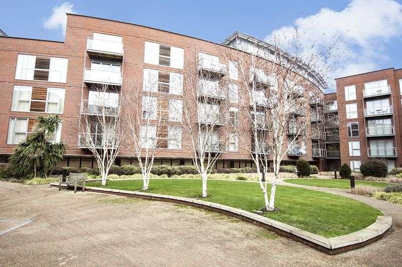 2 Bedrooms Flat for sale in The Heart, Walton-on-Thames.