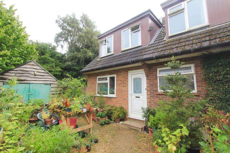 4 Bedrooms Semi Detached House for sale in Headland Close, Great Missenden HP16