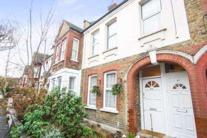 2 Bedrooms Maisonette Flat for sale in London