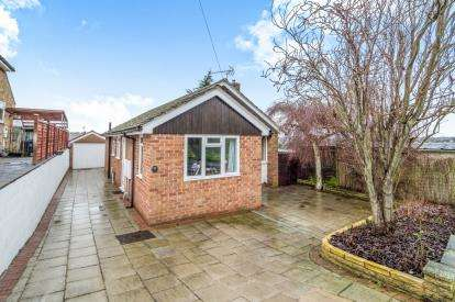 3 Bedrooms Bungalow for sale in Calder Close, Allestree, Derby, Derbyshire