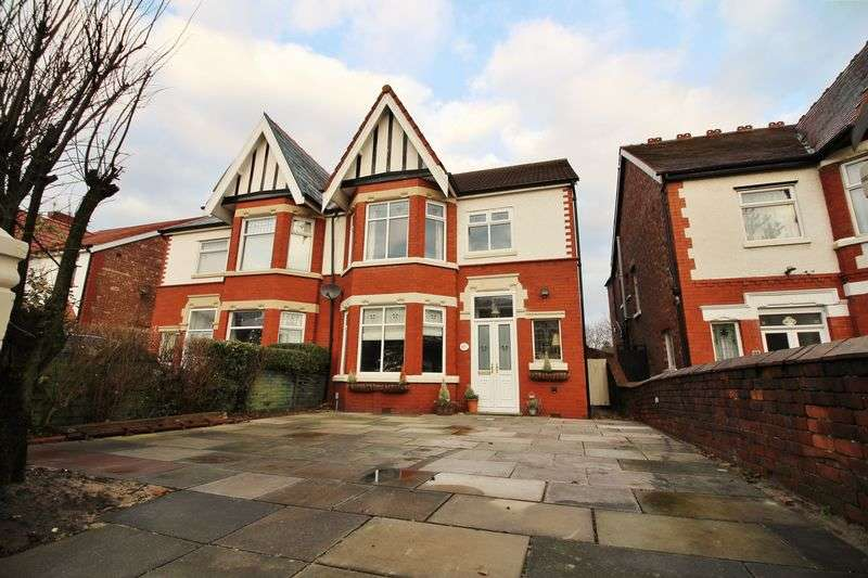 4 Bedrooms Semi Detached House for sale in Norwood Crescent, Southport
