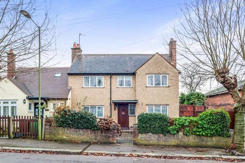 3 Bedrooms Semi Detached House for sale in Nightingale Road, Bushey, WD23