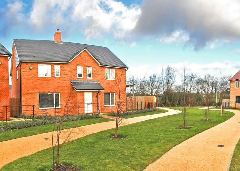 4 Bedrooms House for sale in Eden Walk, St Mary Park, Morpeth