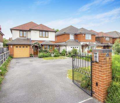 4 Bedrooms Detached House for sale in Iford, Bournemouth, Dorset