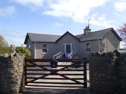 2 Bedrooms Bungalow for sale in Bryngwran, Holyhead, Sir Ynys Mon, LL65