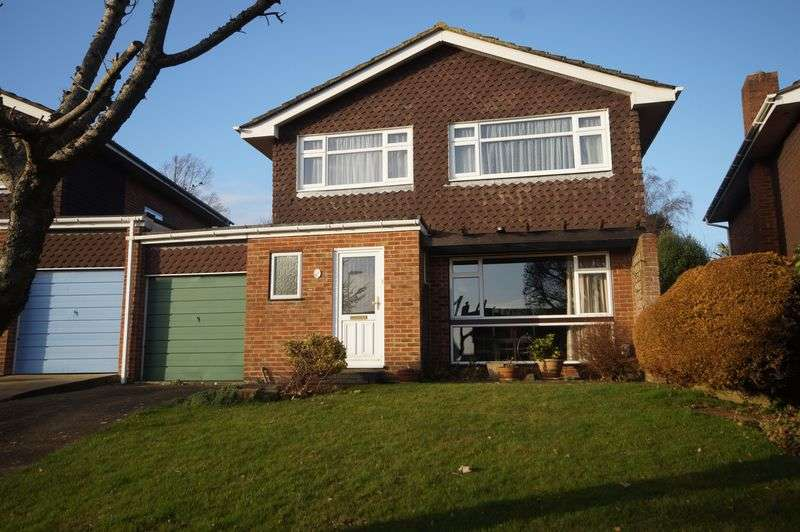 4 Bedrooms Detached House for sale in Tudor Close, Portchester, Fareham, PO16