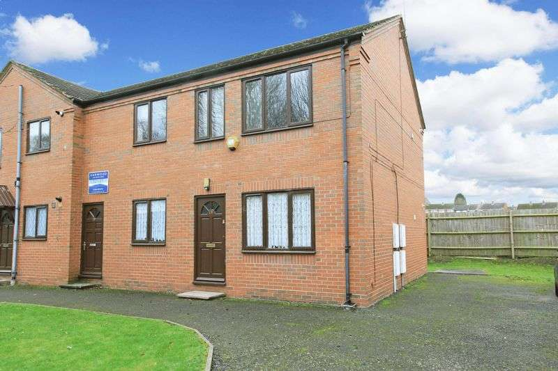 2 Bedrooms Flat for sale in Queens Court, Madeley