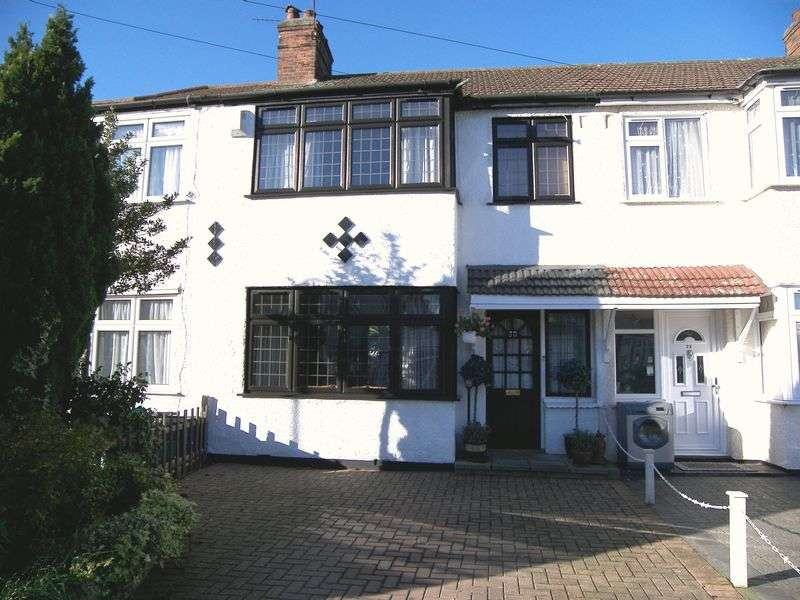 3 Bedrooms Terraced House for sale in WRAY AVENUE, CLAYHALL IG5