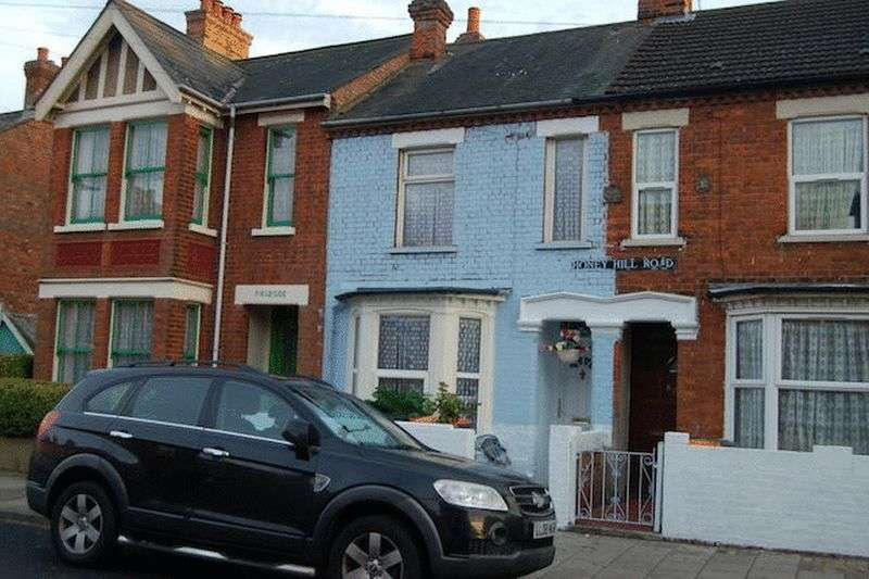 3 Bedrooms Terraced House for sale in Honey Hill Road, Bedford