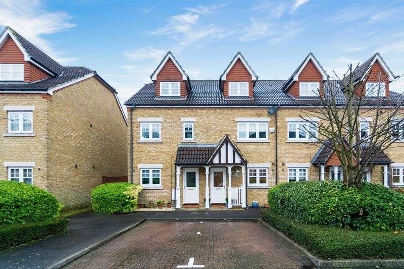 3 Bedrooms Terraced House for sale in Fawcett Close, London