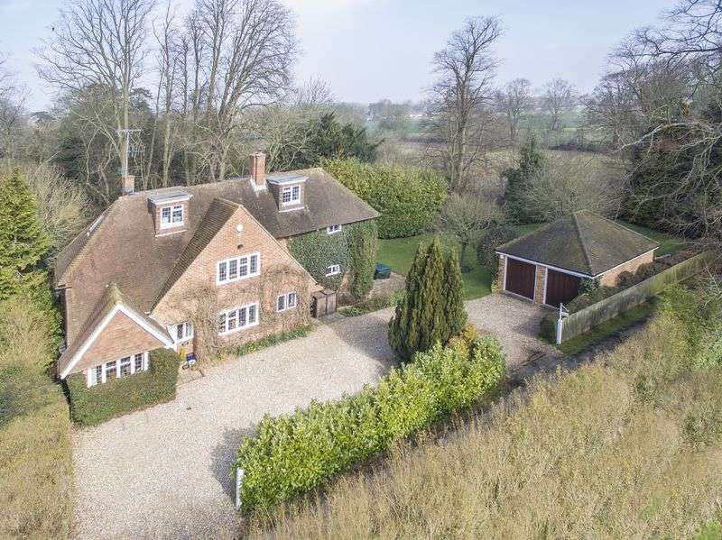 5 Bedrooms Detached House for sale in Hurley