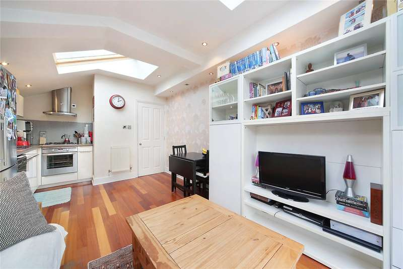 2 Bedrooms Flat for sale in Hambalt Road, Abbeville Village, Clapham, London, SW4