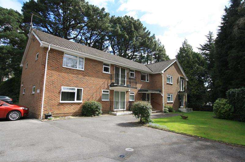 2 Bedrooms Flat for sale in Lynnita Court, Ferndown