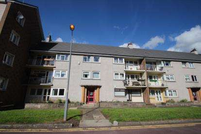 2 Bedrooms Flat for sale in Sir Michael Place, Paisley, Renfrewshire