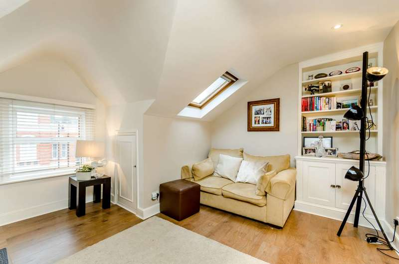 1 Bedroom Flat for sale in East Hill, The Tonsleys, SW18