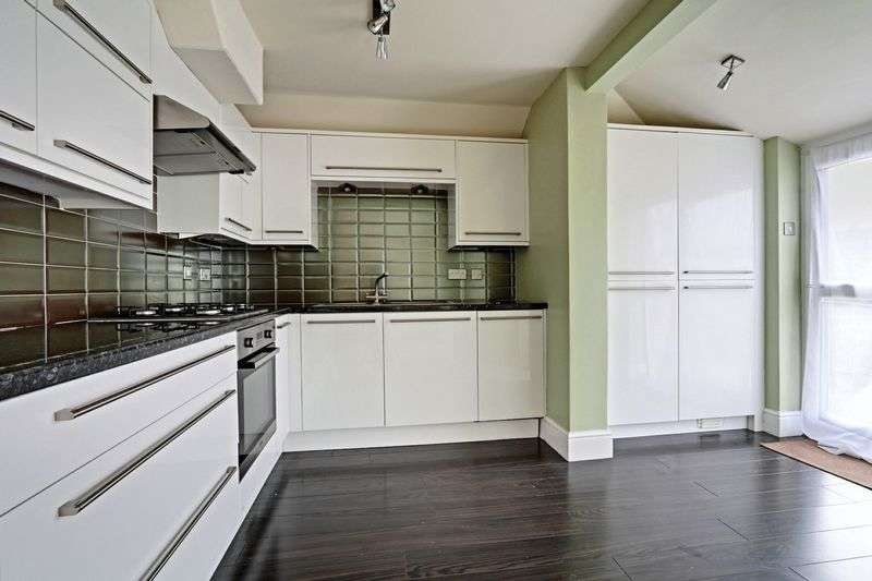 3 Bedrooms Terraced House for sale in Fairfield Road, Hull