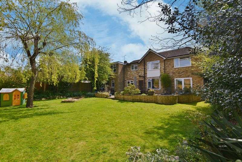 5 Bedrooms Property for sale in Beaconsfield