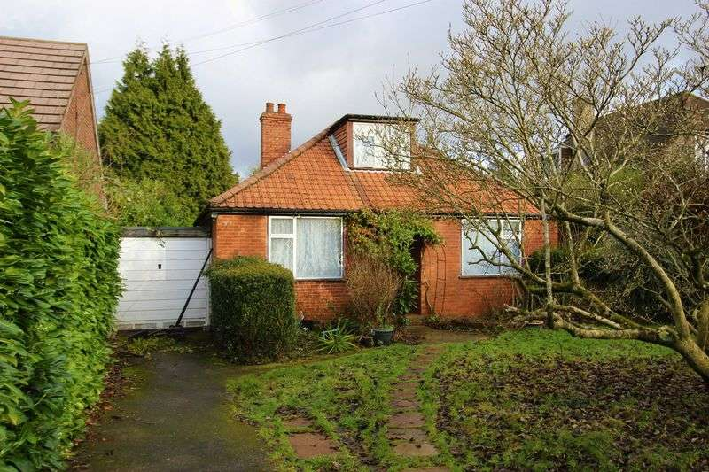 3 Bedrooms Detached House for sale in Lower Kingswood