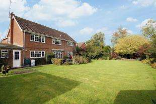 4 Bedrooms Detached House for sale in Fieldgate Close, Monks Gate, Horsham, West Sussex