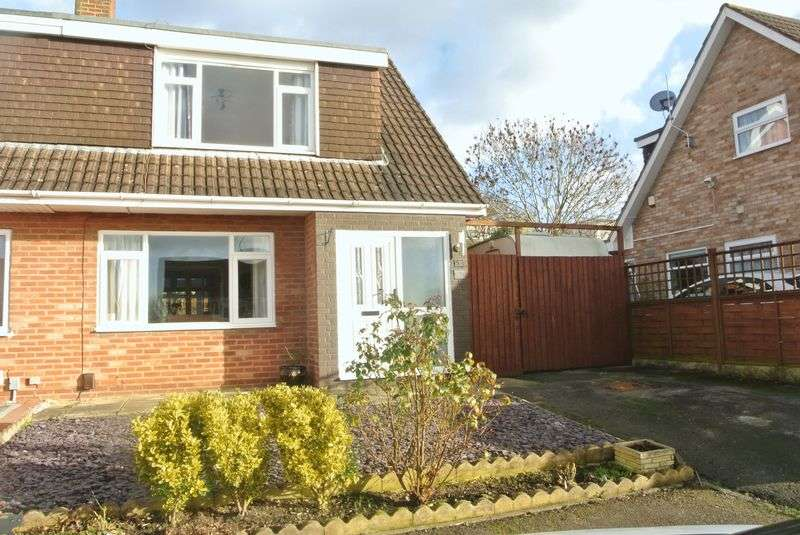 3 Bedrooms Semi Detached House for sale in Sandford Way, Gloucester