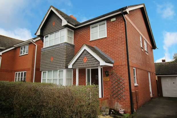 4 Bedrooms Detached House for sale in Floreat Gardens, Berkshire, RG14 6AW