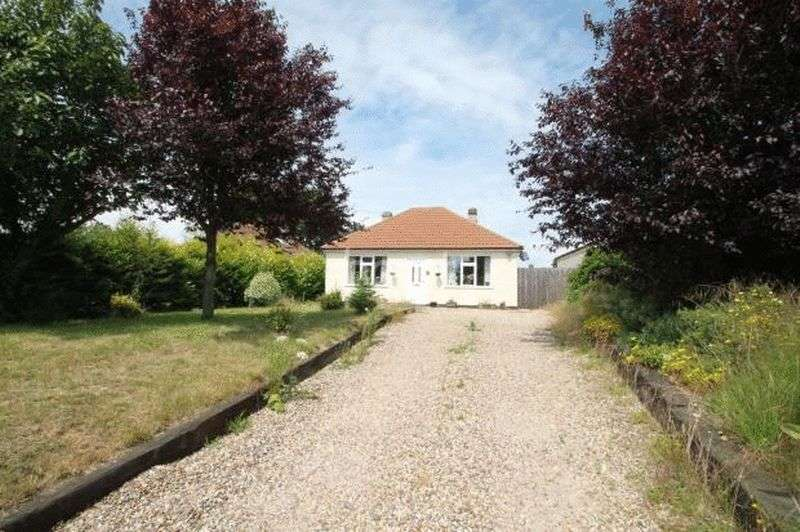2 Bedrooms Detached Bungalow for sale in Clacton Road, Frating