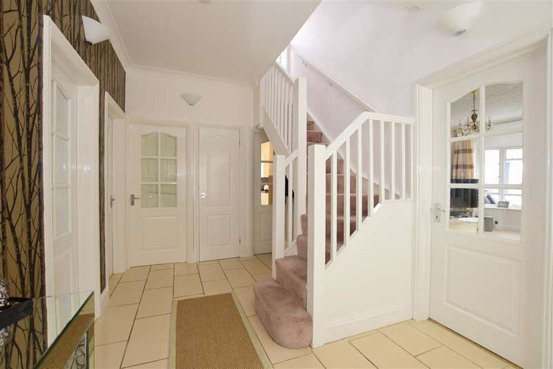 4 Bedrooms Bungalow for sale in Crescent Drive North, Woodingdean, Brighton, East Sussex