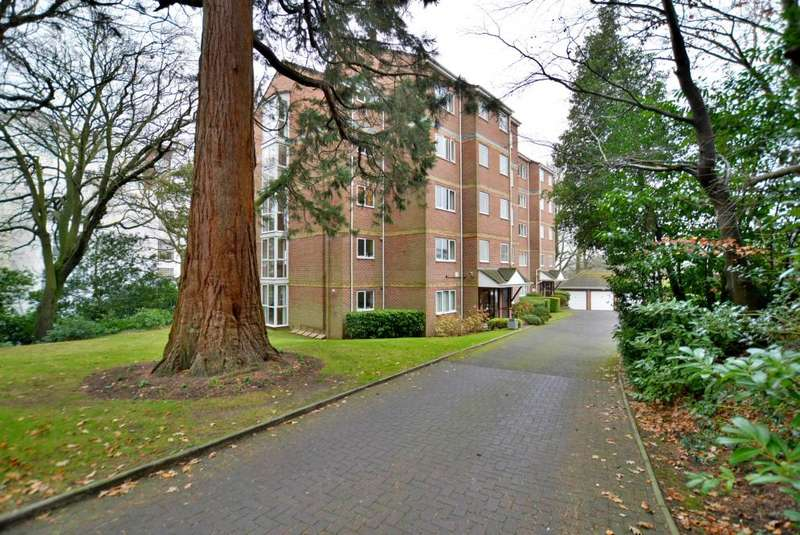 2 Bedrooms Flat for sale in Parkstone, Poole