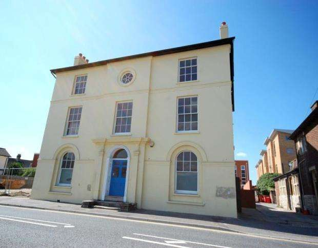 2 Bedrooms Flat for sale in Hamworthy, Poole, Dorset, BH15