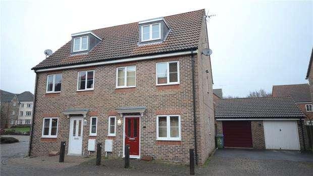 4 Bedrooms Semi Detached House for sale in Vixen Drive, Aldershot, Hampshire