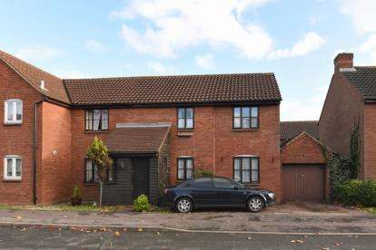 3 Bedrooms Semi Detached House for sale in Peel Place, Ilford, Essex