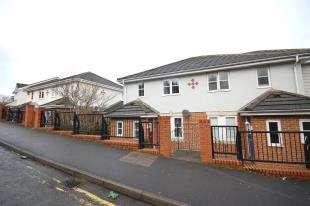 3 Bedrooms Semi Detached House for sale in Bridge Farm Road, Uckfield, East Sussex