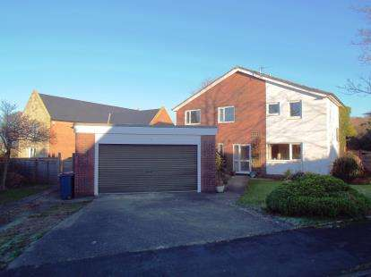 5 Bedrooms Detached House for sale in Bosburn Drive, Mellor Brook, Blackburn, Lancashire, BB2