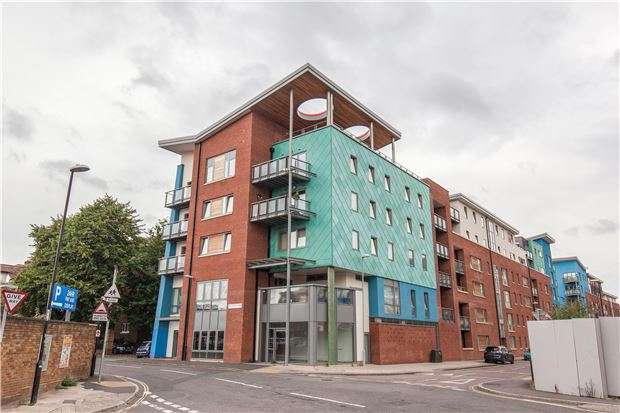 2 Bedrooms Flat for sale in Crown & Anchor House, BS2 0JN