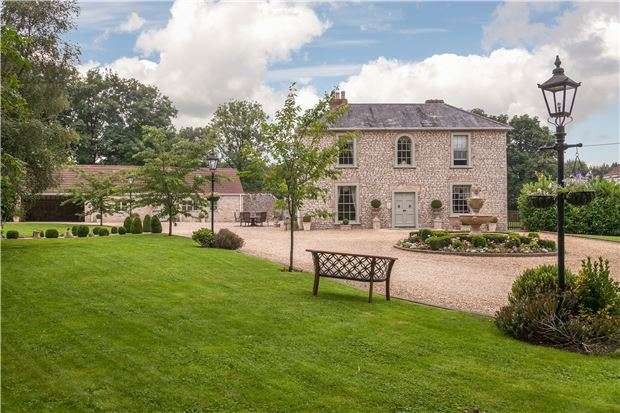 5 Bedrooms Detached House for sale in Emborough, Somerset, BA3 4SA