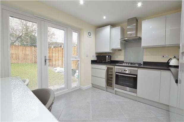 2 Bedrooms Terraced House for sale in Blackberry Close, Yate, Bristol, BS37 7DE