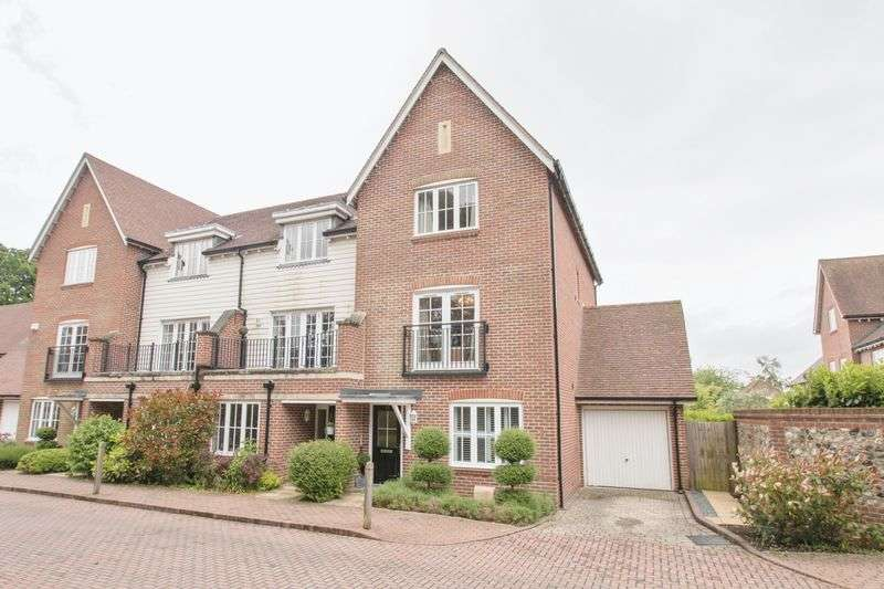 4 Bedrooms Semi Detached House for sale in Wealden Drive, Chichester