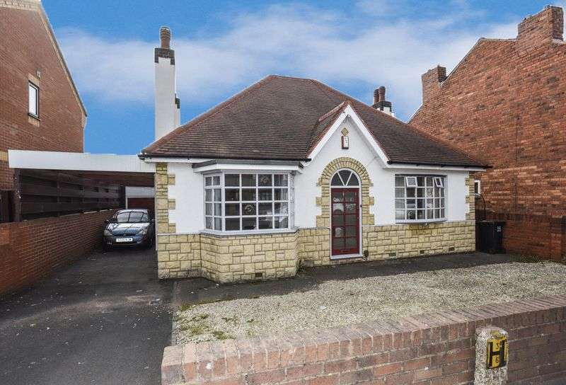 2 Bedrooms Detached Bungalow for sale in Tansey Green Road, Pensnett