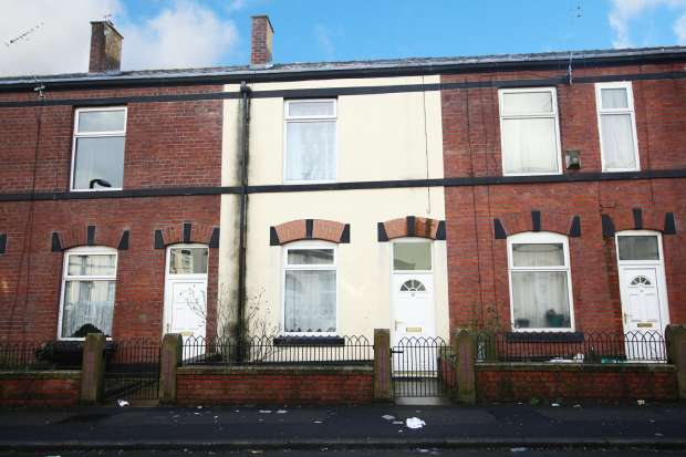 2 Bedrooms Terraced House for sale in Andrew Street, Bury, Greater Manchester, BL9 7HD
