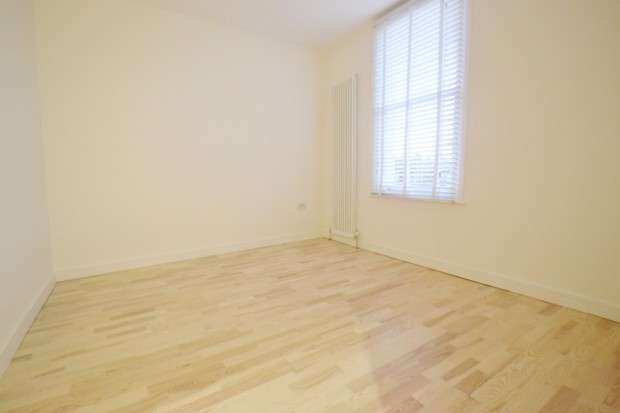 2 Bedrooms Terraced House for sale in Queens Road, Peckham, SE15