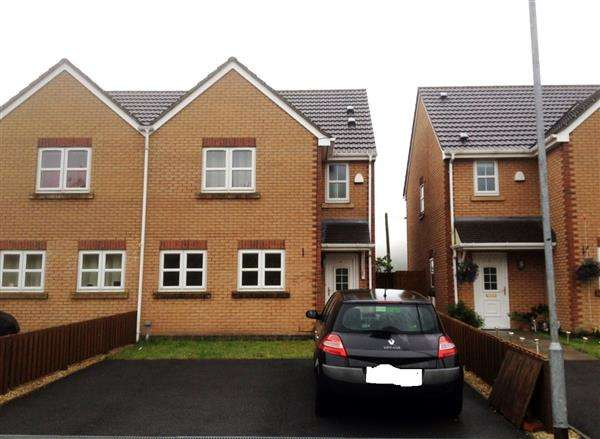 3 Bedrooms Semi Detached House for sale in Cwm Cerdin Vale, Evanstown, Bridgend