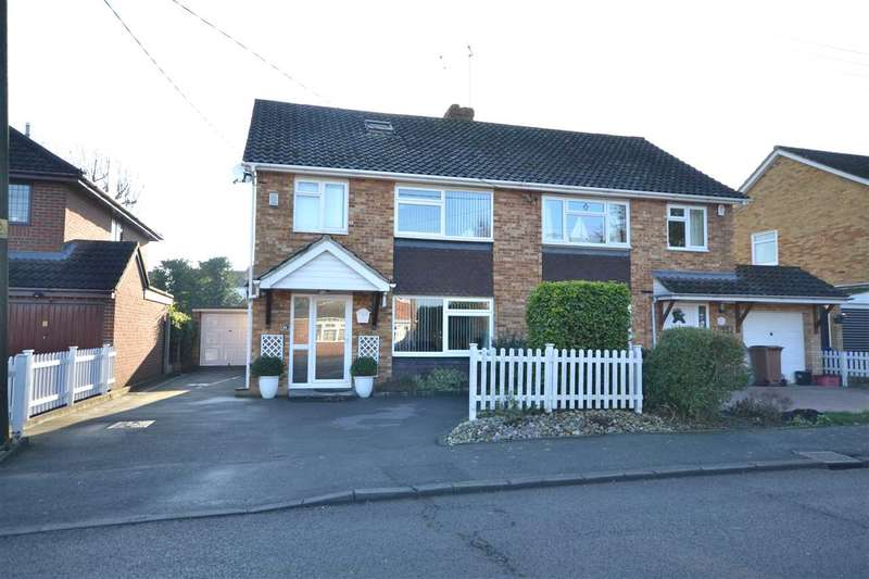 4 Bedrooms Semi Detached House for sale in Peartree Lane, Brentwood