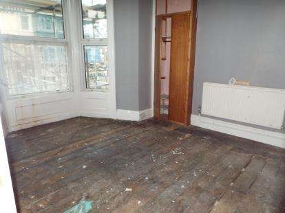 2 Bedrooms Flat for sale in Clonmel Street, Llandudno, Conwy, LL30
