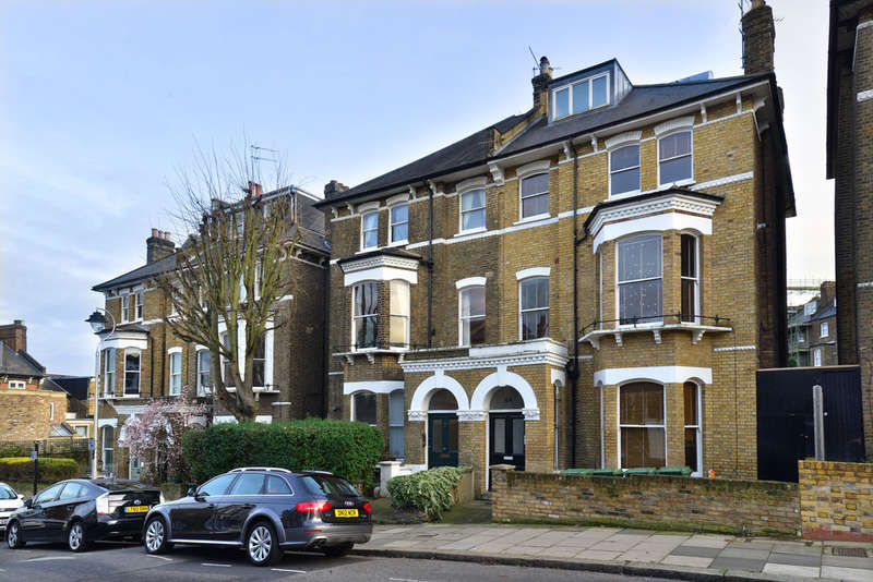 2 Bedrooms Flat for sale in Lady Margaret Road, NW5 2NP