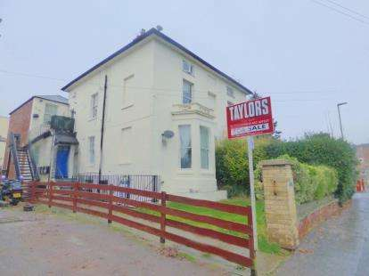 2 Bedrooms Flat for sale in 2 Spa Villas, Gloucester, Gloucestershire