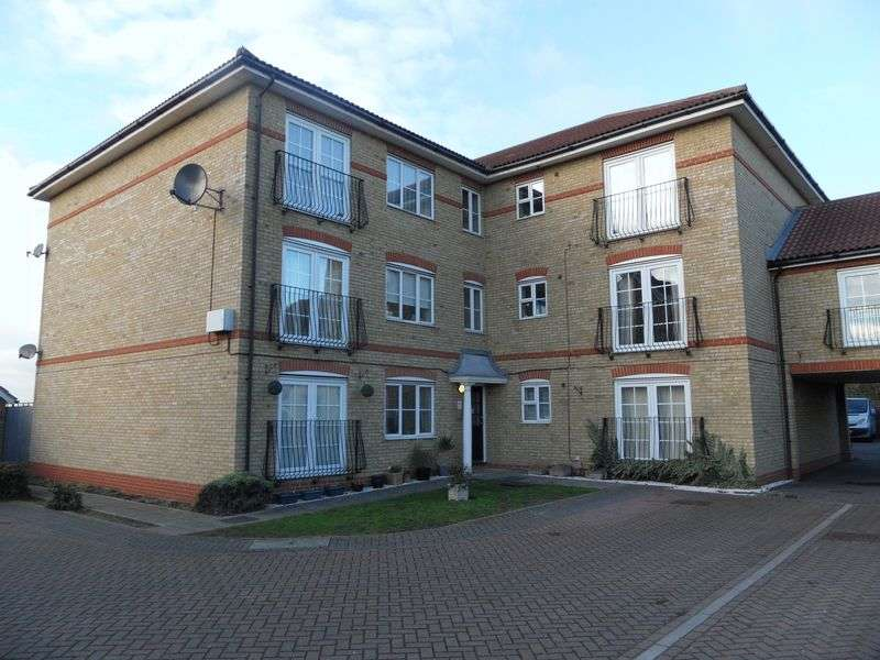 2 Bedrooms Flat for sale in Cavendish Gardens, Aveley