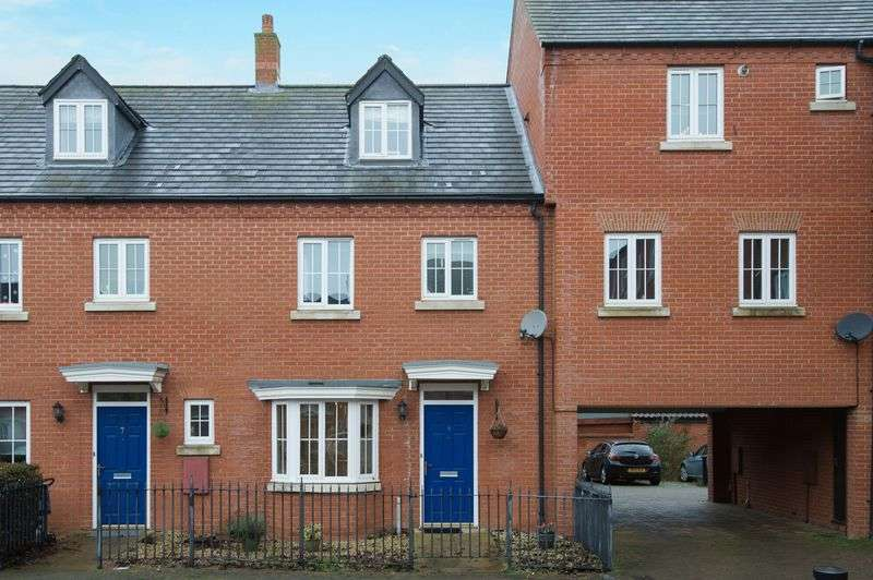 4 Bedrooms Terraced House for sale in Banks Court, St. Neots