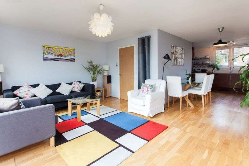 2 Bedrooms Flat for sale in Mitchell Street, Shoreditch, EC1V