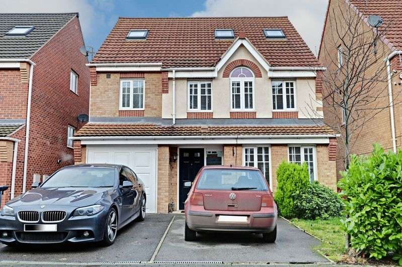 5 Bedrooms Detached House for sale in Staunton Park, Kingswood