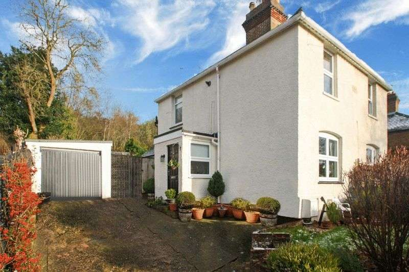 2 Bedrooms Semi Detached House for sale in West Wycombe Road, High Wycombe